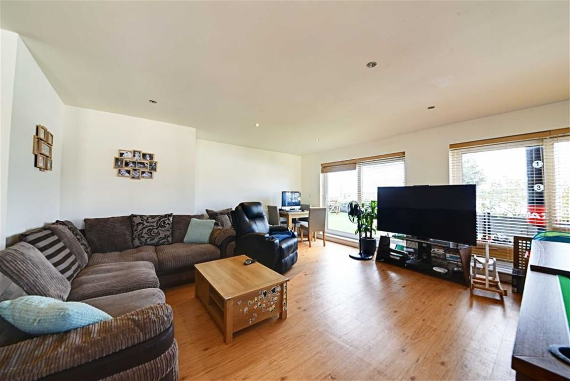 2 Bedrooms Flat for sale in Boulevard Drive, Colindale, London