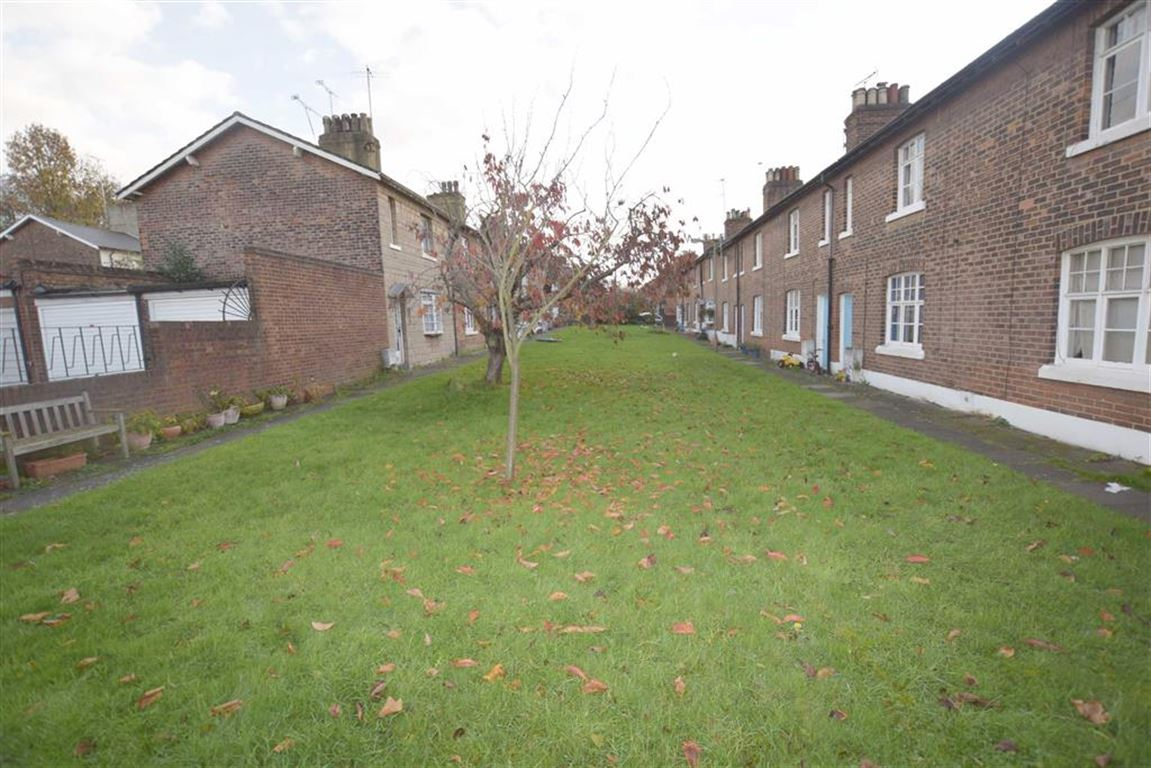 3 Bedrooms End Of Terrace House for sale in Midland Terrace, Cricklewood, London