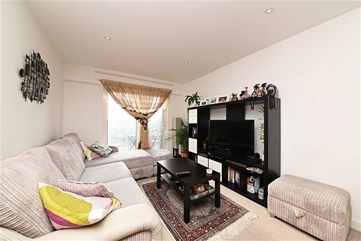 1 Bedroom Flat for sale in Aerodrome Road, Colindale, London