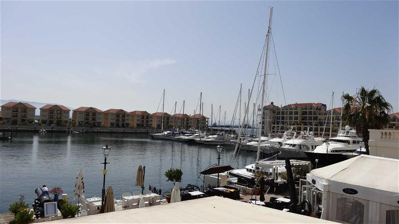 Apartment in Queensway Quay For Sale