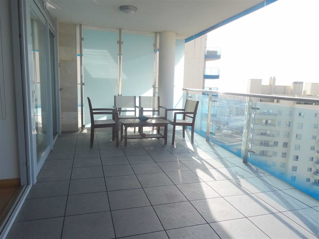 Apartment in Ocean Village To Let