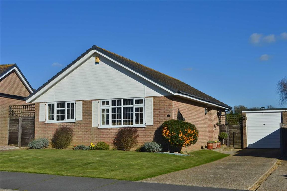 2 Bedrooms Detached Bungalow for sale in North Way, Seaford, East Sussex