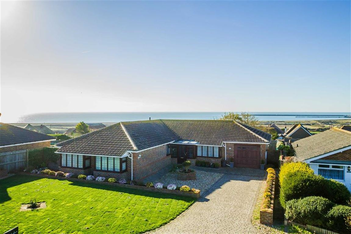 3 Bedrooms Detached Bungalow for sale in St Andrews Drive, Seaford, East Sussex