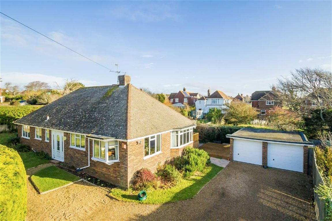 3 Bedrooms Detached Bungalow for sale in Links Road, Seaford, East Sussex