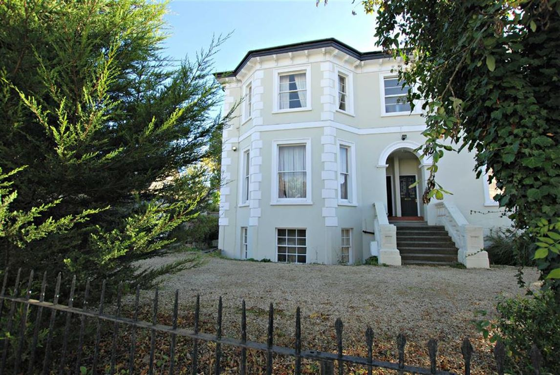 Hales Road - 3 Bed Flat