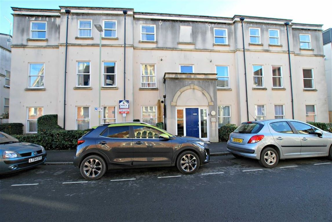 Cheltenham Town Centre - 2 Bed Apartment - Purpose Built