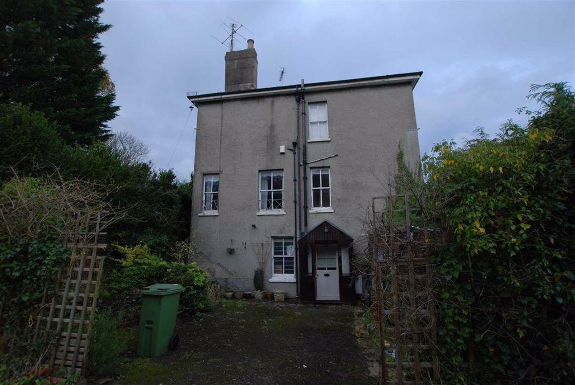 Charlton Kings - 3 Bed House - Semi-Detached