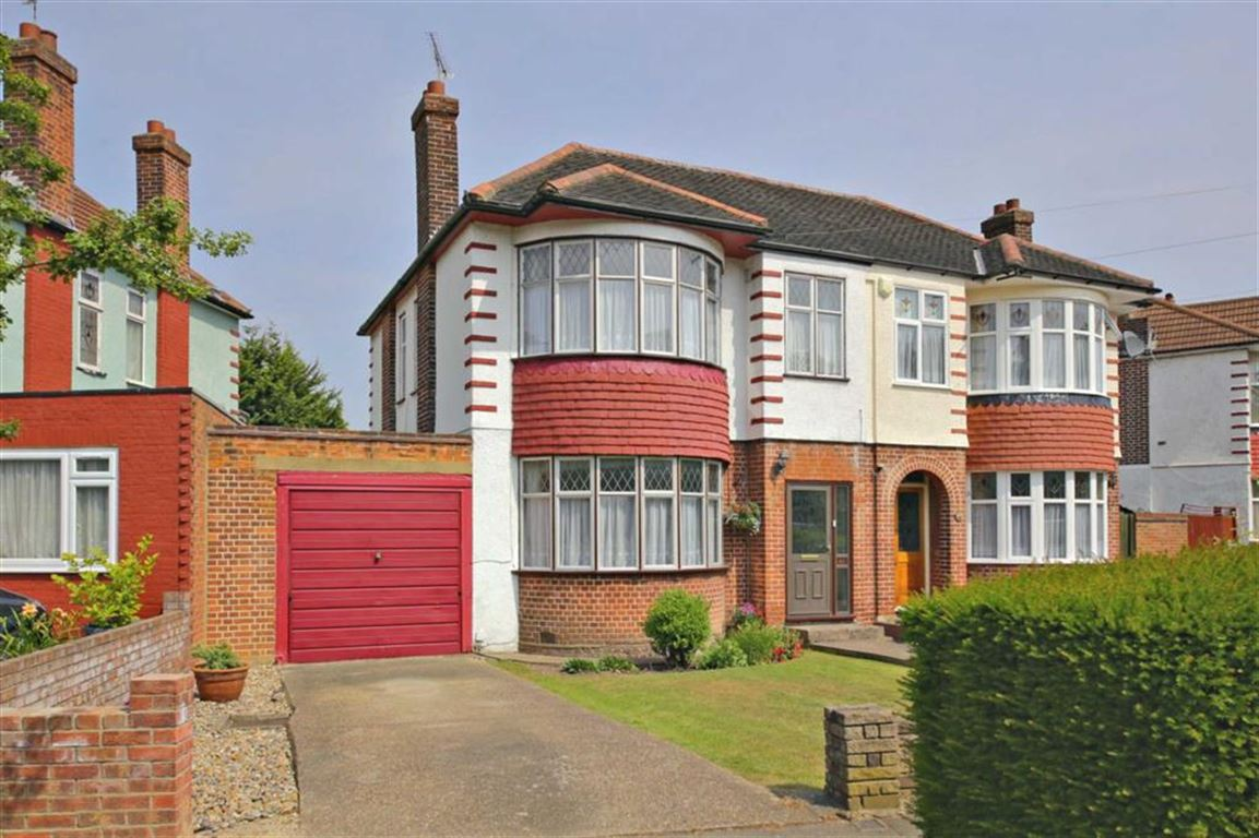3 Bedrooms Property for sale in Hyde Park Avenue, Winchmore Hill, London