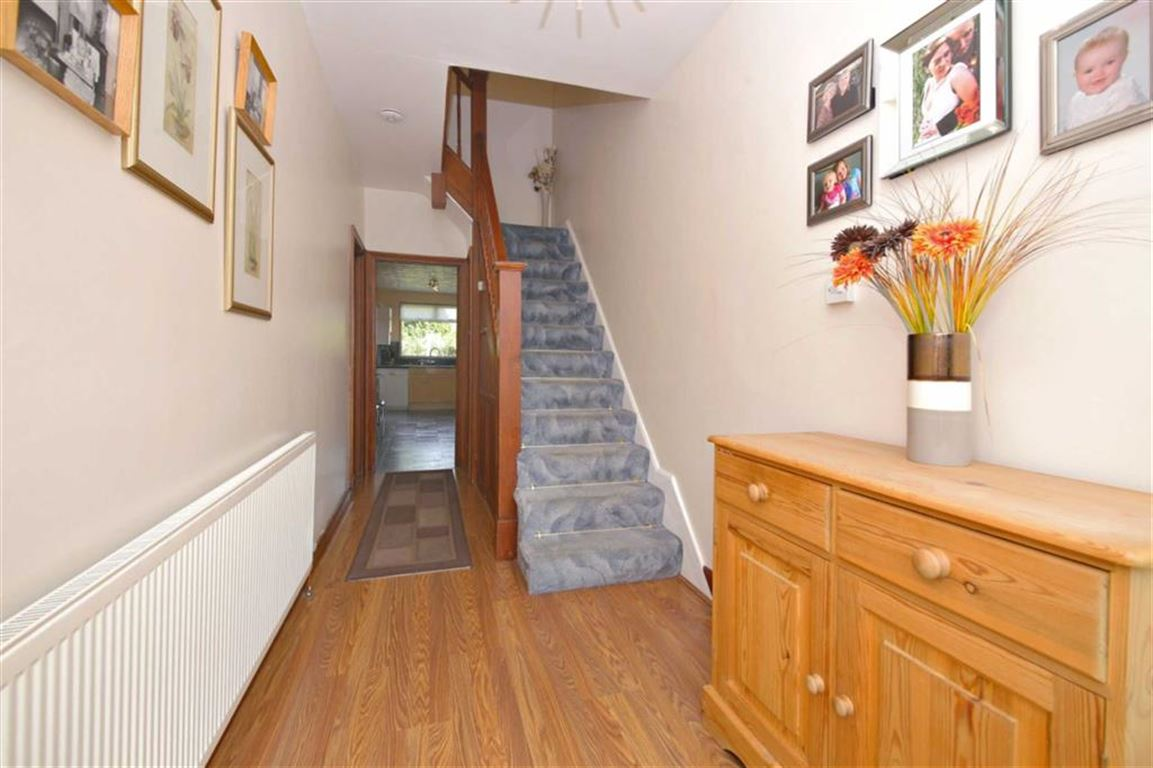 3 Bedrooms Semi Detached House for sale in Hyde Park Avenue, Winchmore Hill, London