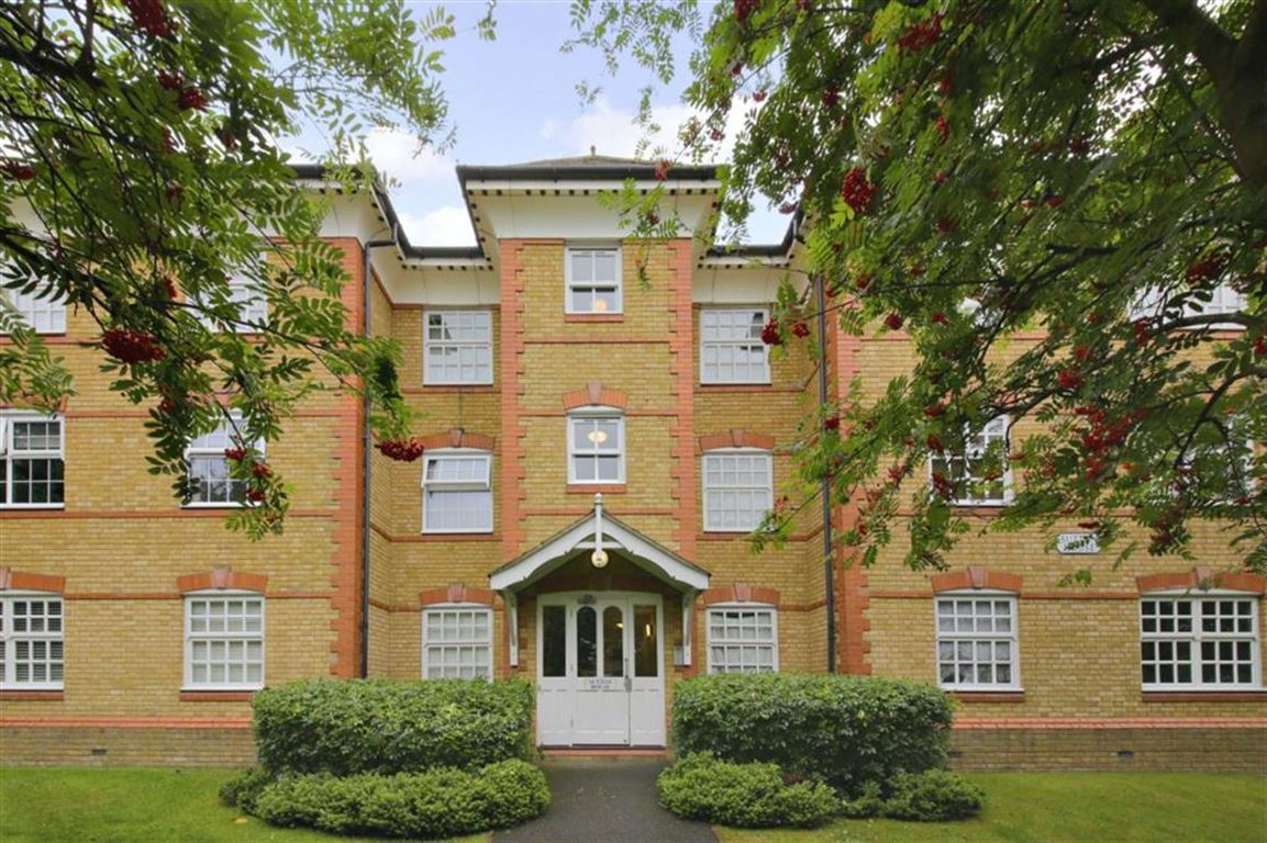 1 Bedroom Property for sale in Hansen Drive, Winchmore Hill, London