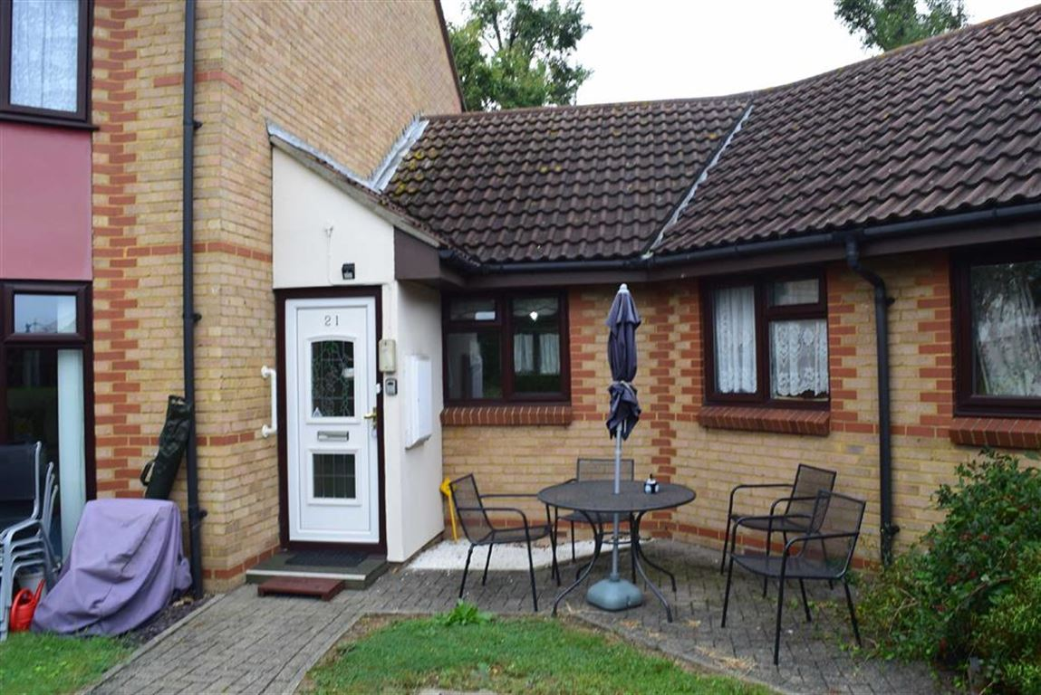 1 Bedroom Terraced Bungalow for sale in Brackendale Court, Basildon, Essex