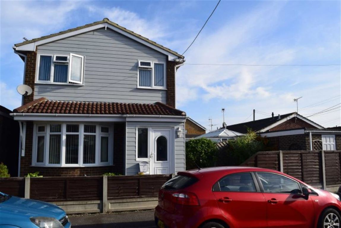 3 Bedrooms Detached House for sale in Springfield Road, Canvey Island, Essex