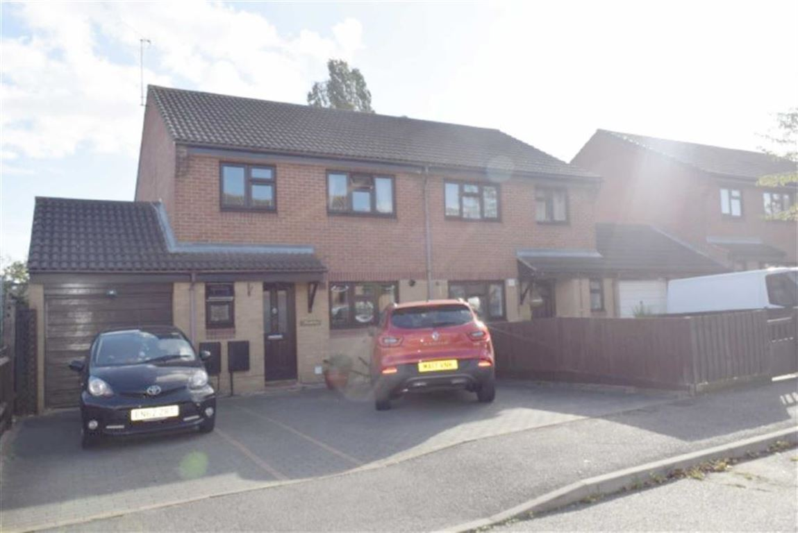 3 Bedrooms Semi Detached House for sale in Southview Road, Basildon, Essex