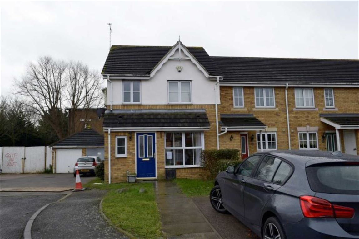 3 Bedrooms End Of Terrace House for sale in St Teresa's Close, Basildon, Essex