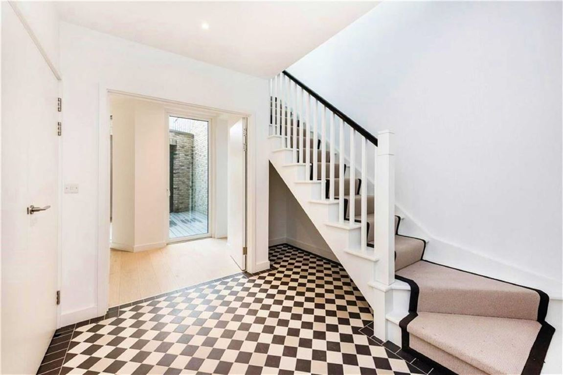 4 Bedrooms Property for sale in Townhouse, Compass House, Royal Wharf, London