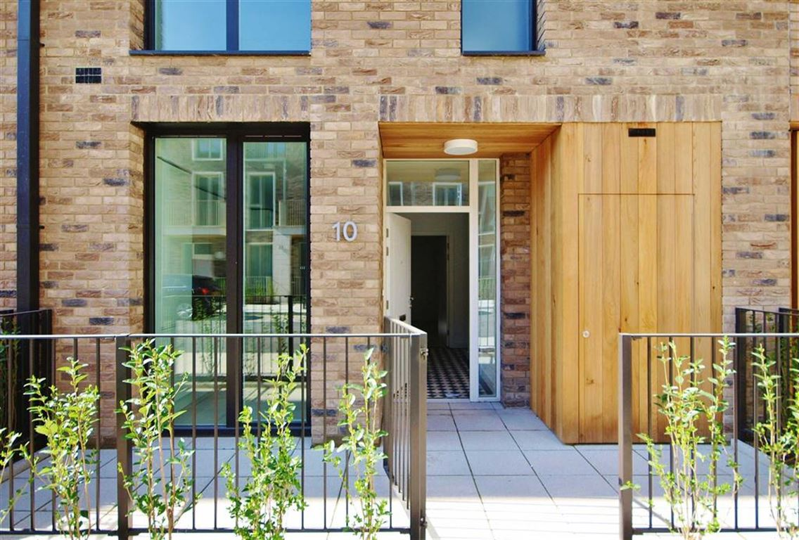 4 Bedrooms House for sale in Starboard Way, Royal Wharf, London