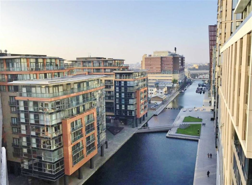 3 Bedrooms Apartment Flat for sale in Balmoral Apartments, West End Quay, London