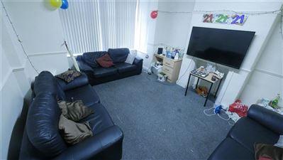 10 bedroom House to rent in Leeds