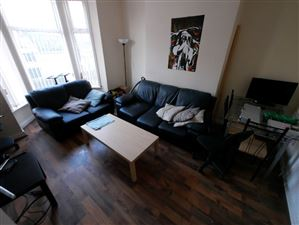 5 bedroom House to rent in Leeds