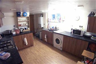 7 bedroom House to rent in Leeds