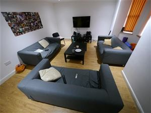8 bedroom House to rent in Leeds