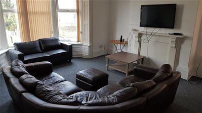 8 bedroom House to rent in Leeds