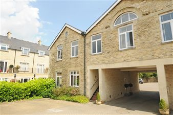 Property in Woodford Mill, Witney,