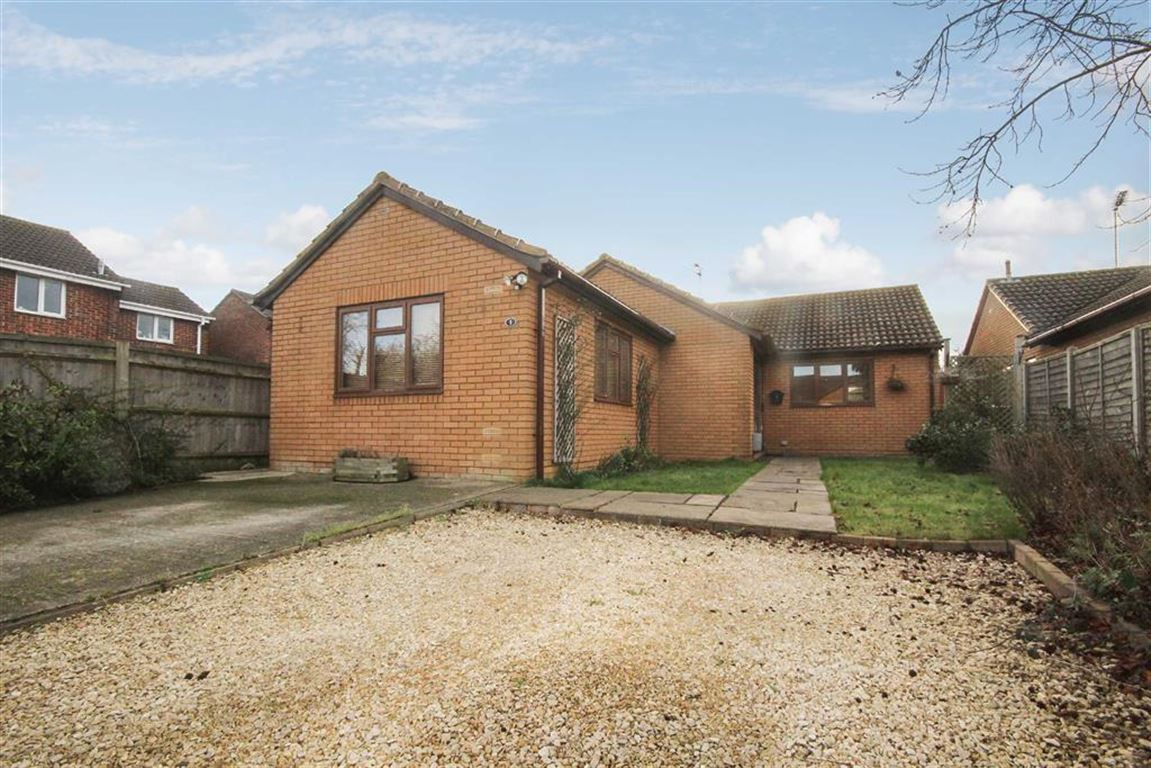 3 Bedrooms Detached Bungalow for sale in Stratton Orchard, Stratton, Wiltshire