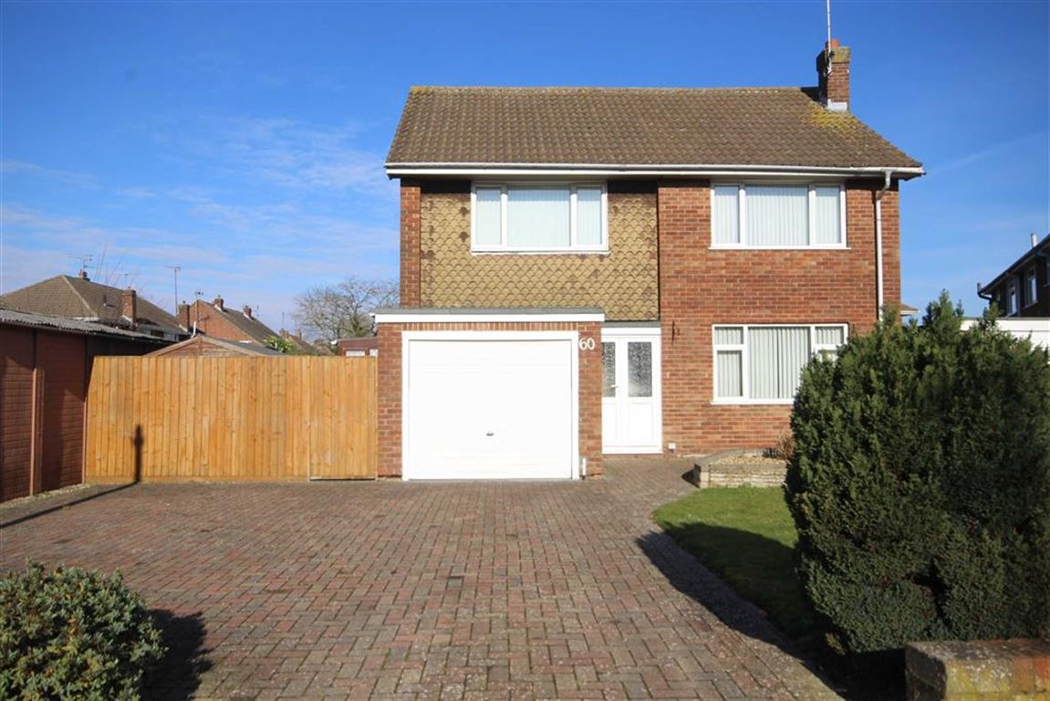 3 Bedrooms Detached House for sale in Yiewsley Crescent, Stratton, Wiltshire