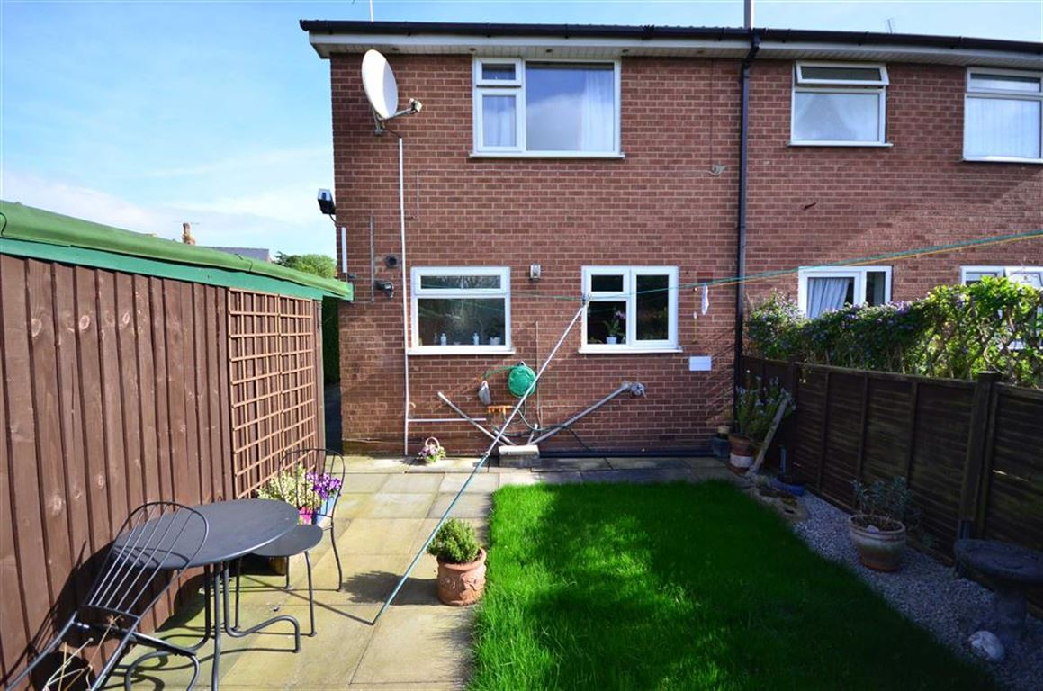 3 Bedrooms Property for sale in High Street, West Cowick, Goole, DN14