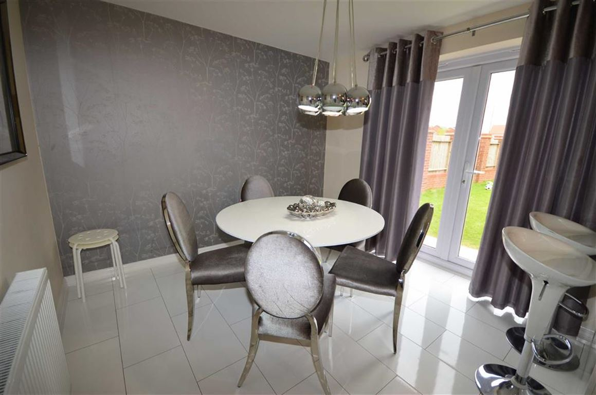 4 Bedrooms Property for sale in Fir Tree Close, Selby, YO8