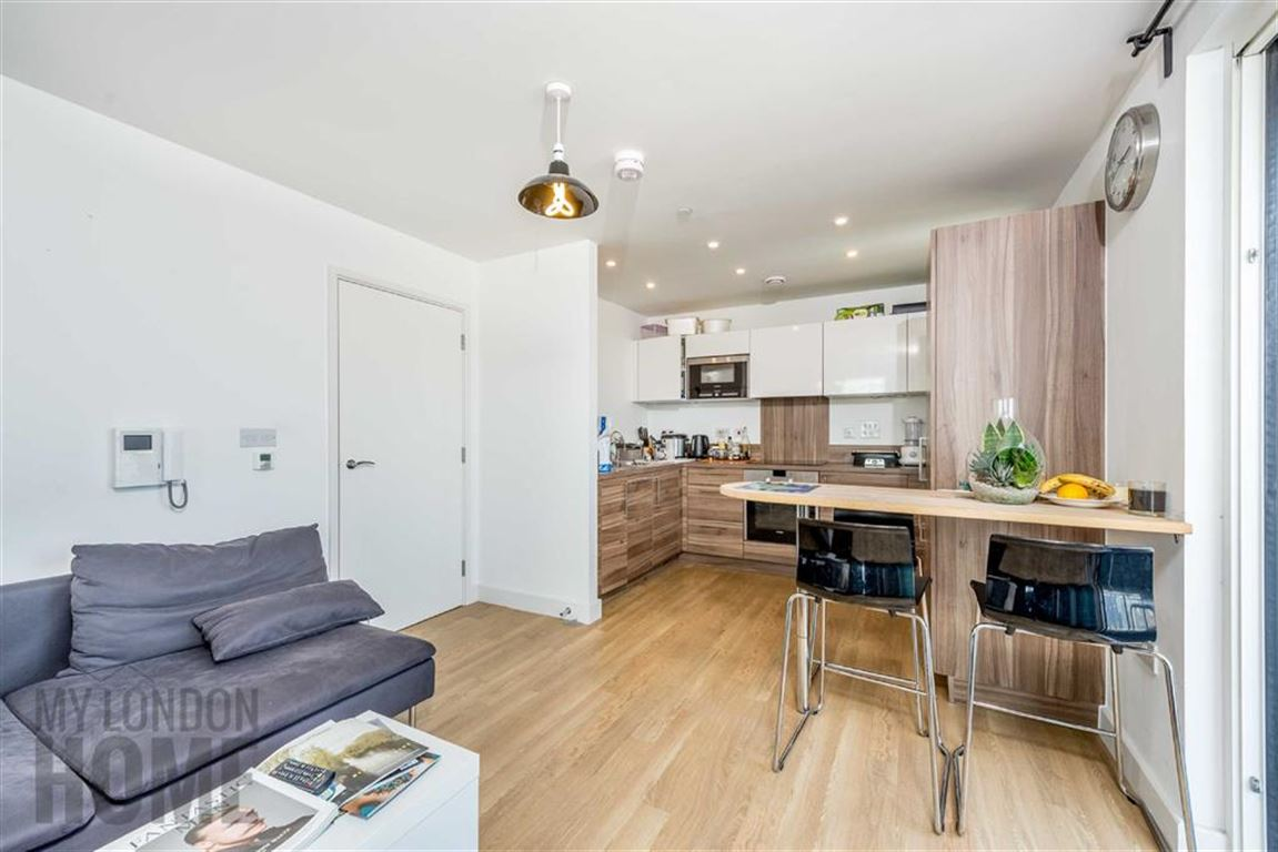 2 Bedrooms Property for sale in Marner Point, Bromley By Bow, London, E3