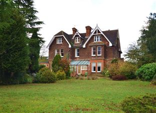 Property in Hogs Back, Seale