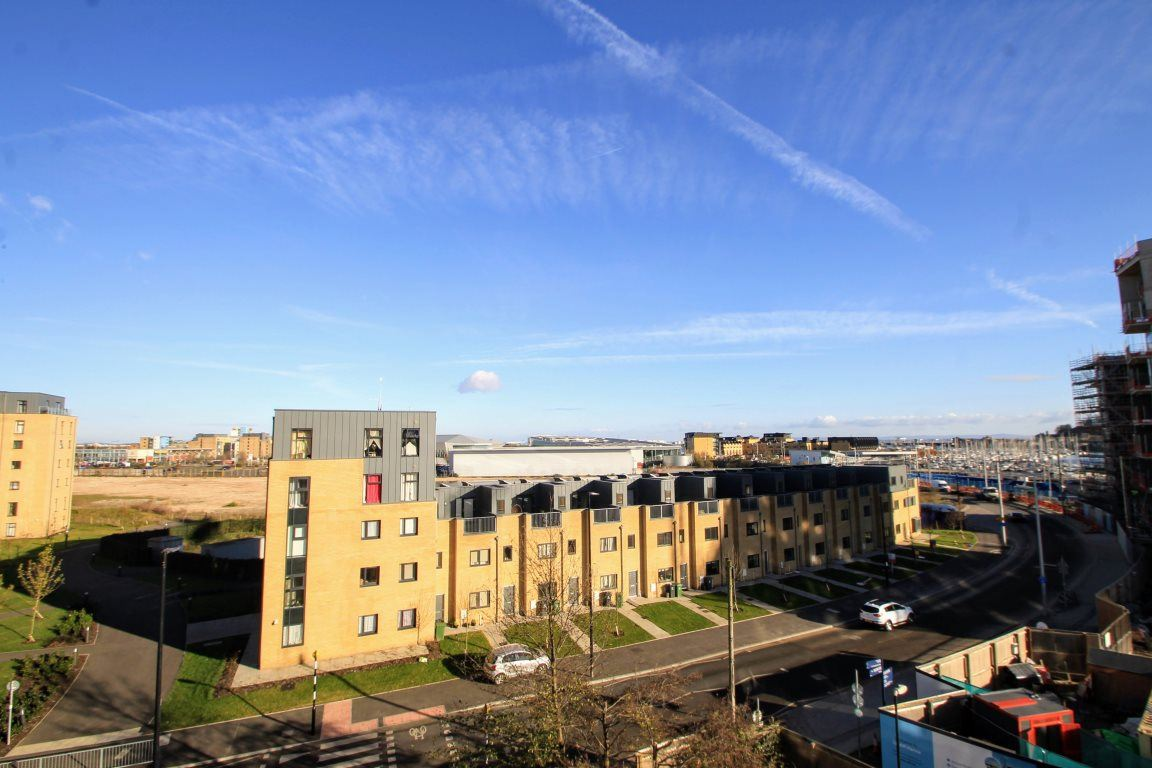 3 Bedrooms Flat for rent in Victoria Wharf, Cardiff Bay ( 3 Beds )*