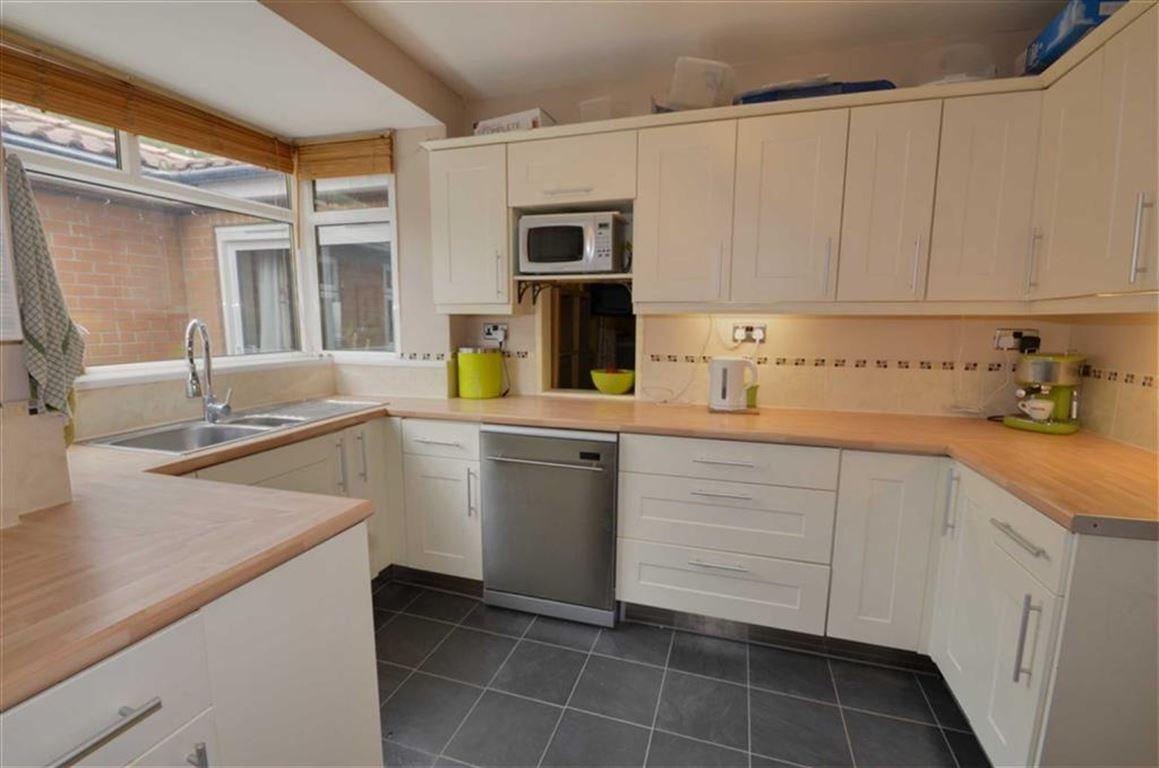 5 Bedrooms Property for sale in Langholme Drive, York, YO26