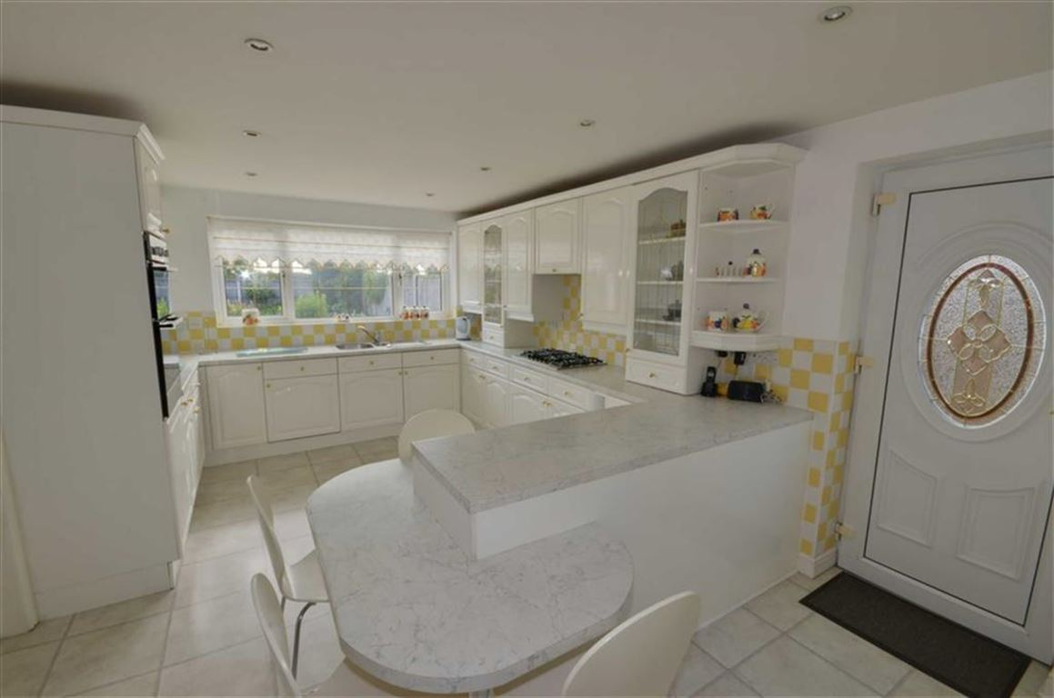 4 Bedrooms Property for sale in Busk Lane, Church Fenton, Tadcaster, LS24