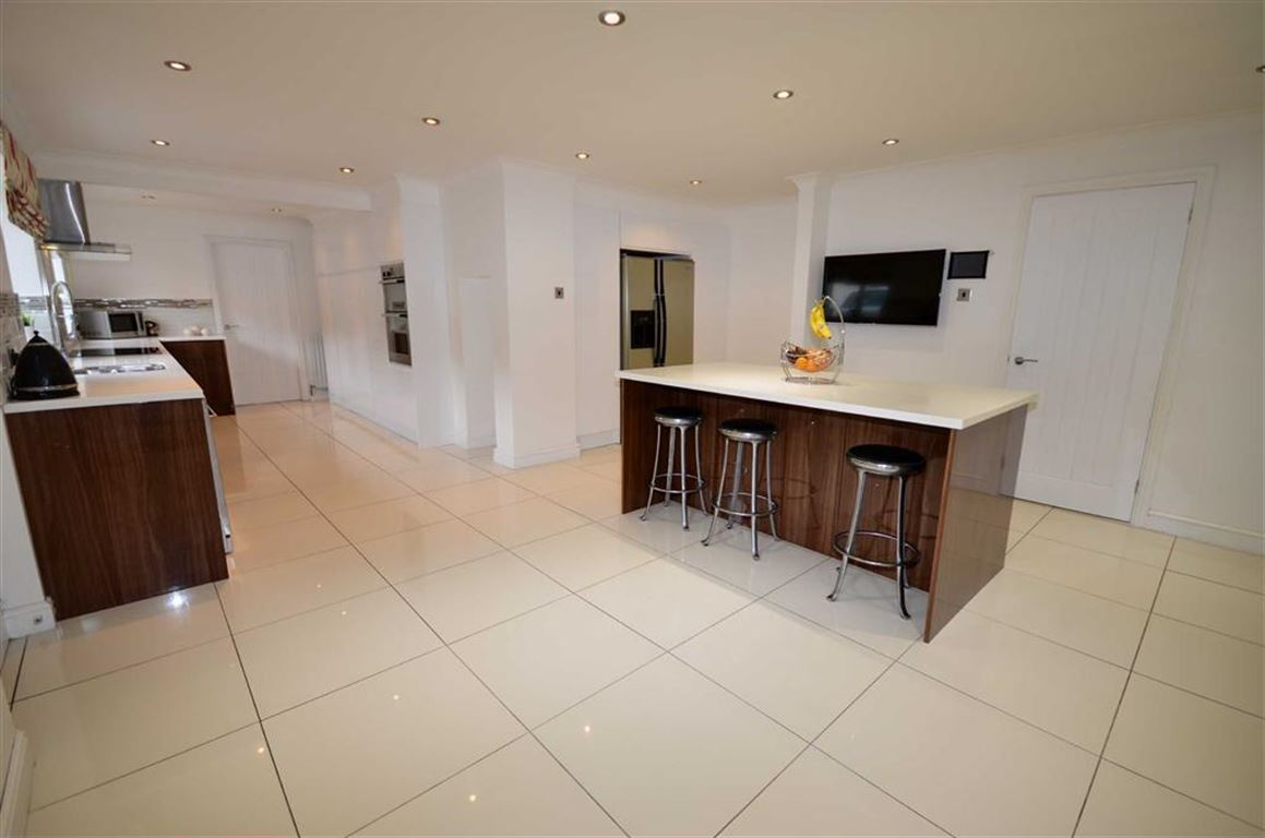 5 Bedrooms Property for sale in High Street, South Milford, Leeds, LS25