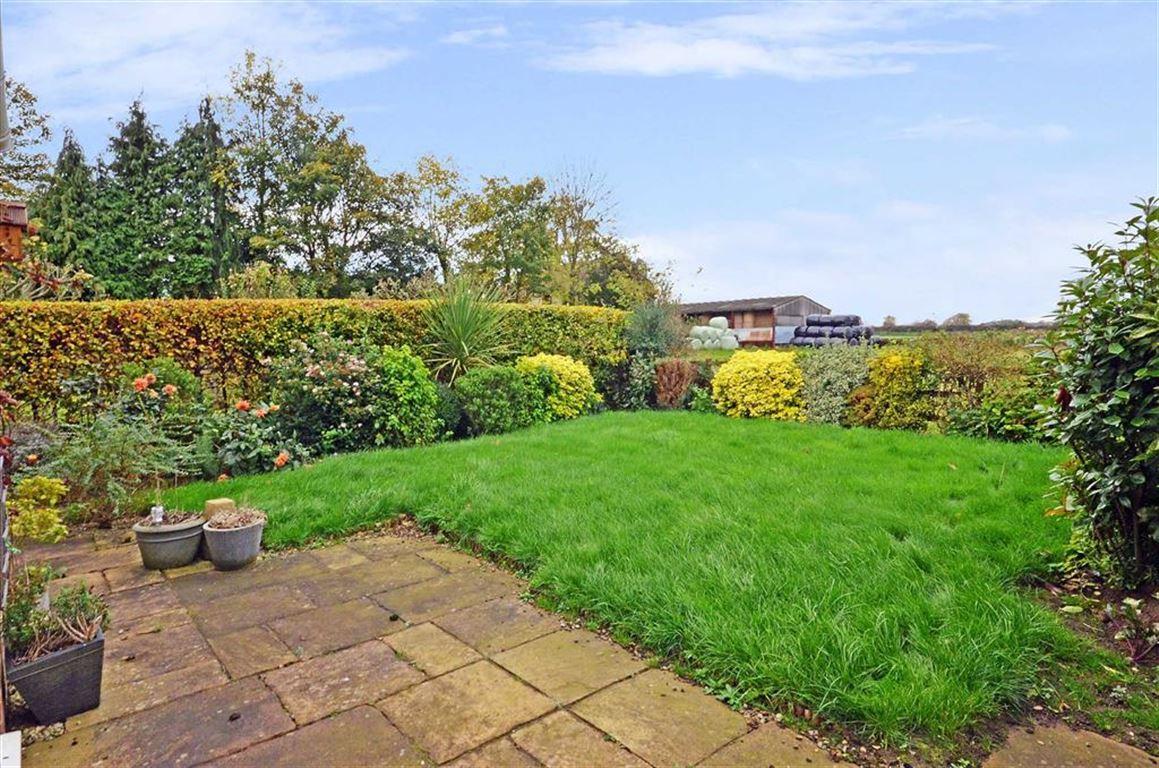 4 Bedrooms Property for sale in Brambles Court, Hillam, Leeds, LS25