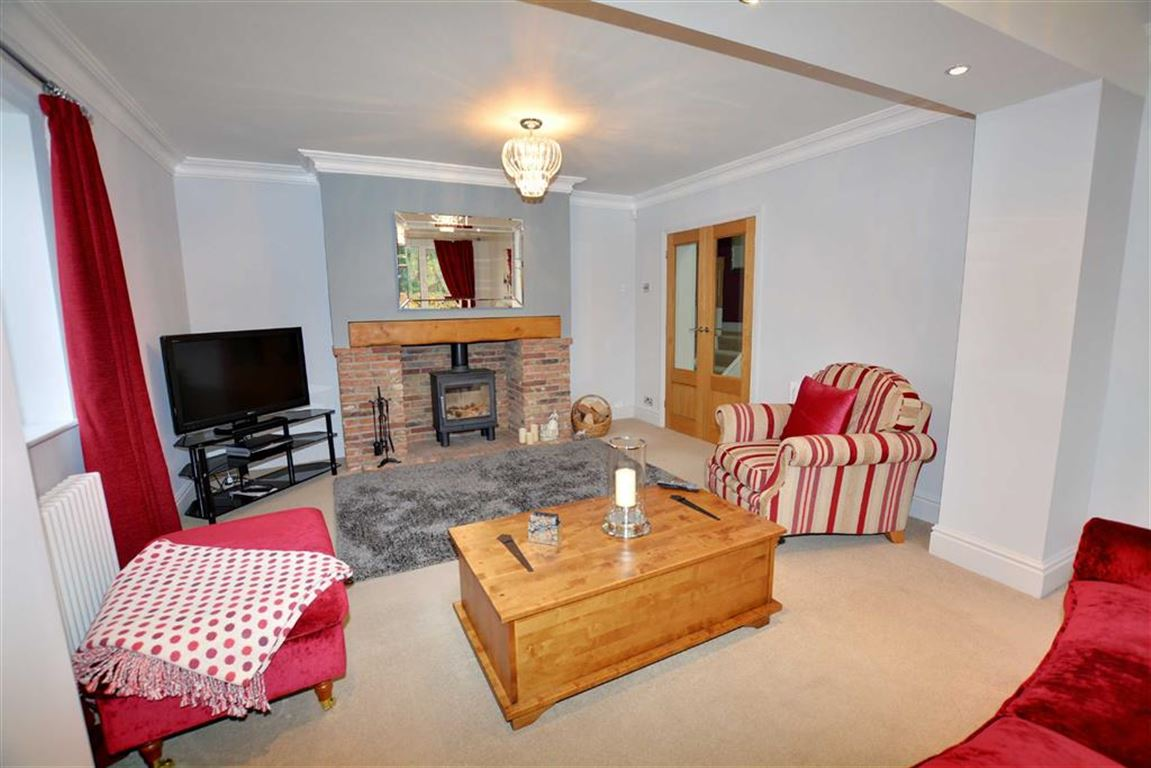 4 Bedrooms Property for sale in Hillam Common Lane, Hillam, Leeds, LS25