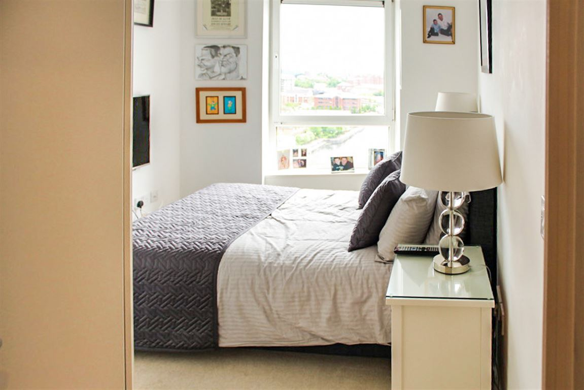 Sovereign Point, Salford Quays - 2 Bed - Apartment