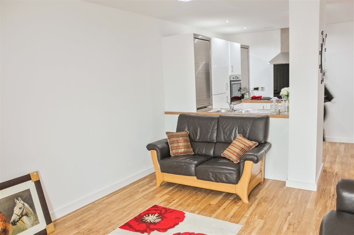 Media City (Block 1), 9 Michigan Avenue - 3 Bed - Apartment
