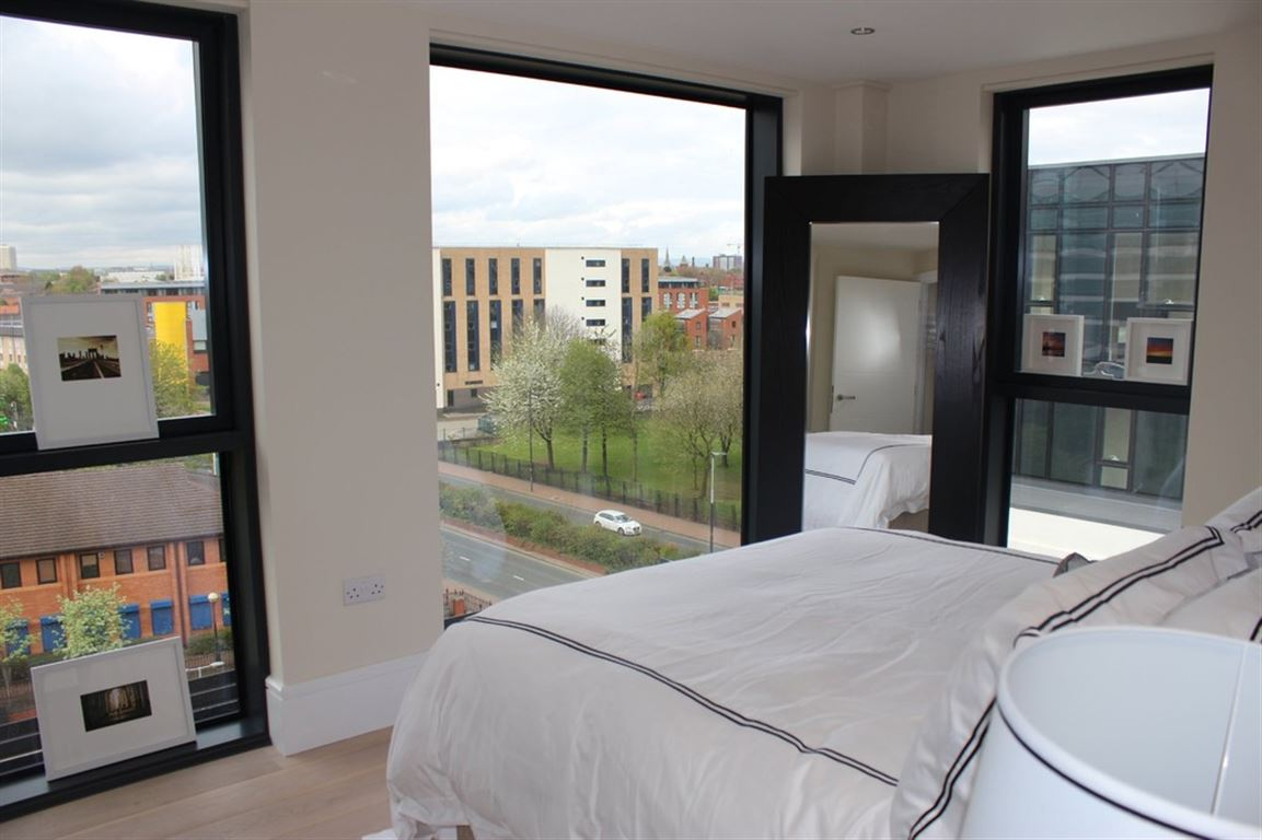 Dock Office, Salford Quays - 3 Bed - Apartment
