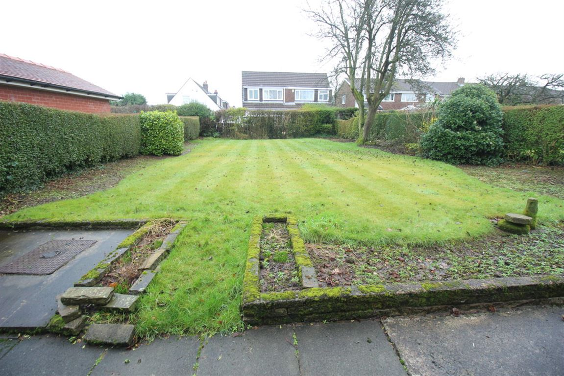 Moorfields Avenue, Fulwood marketed by Oystons Preston, call 01772 555551 to arrange a viewing
