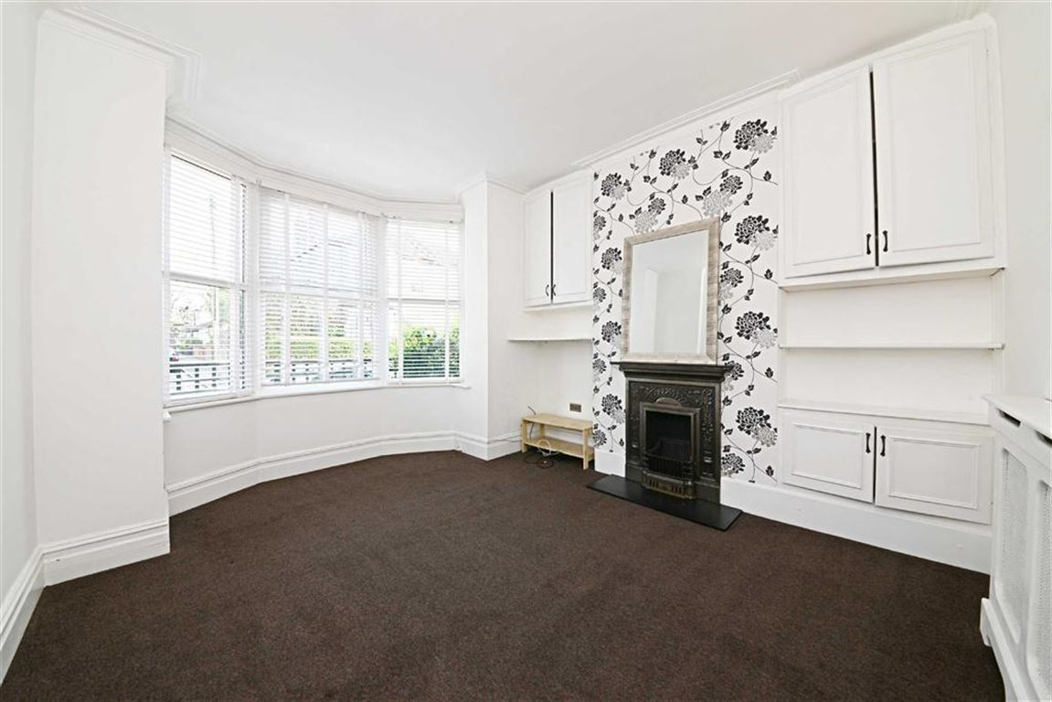 2 Bedrooms Flat for sale in Kitchener Road, East Finchley, London, N2
