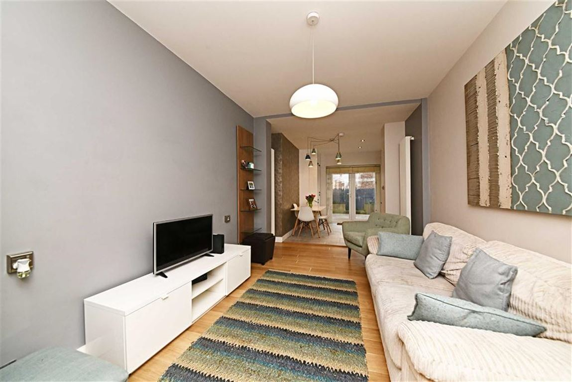 2 Bedrooms Flat for sale in Granville Road, North Finchley, London, N12