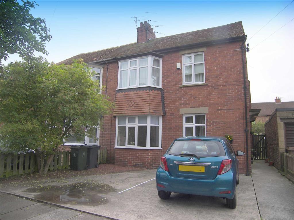 2 Bedrooms Flat for sale in Monks Avenue, Monkseaton, Tyne & Wear, NE25