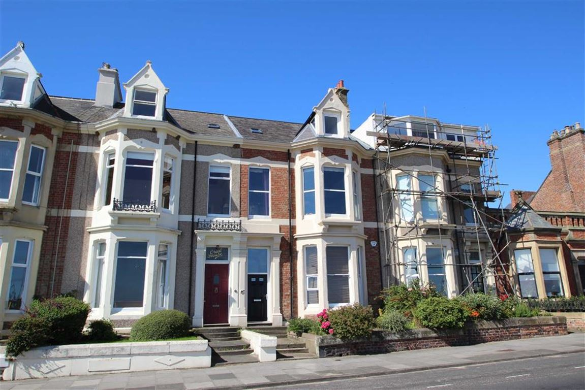 3 Bedrooms Maisonette Flat for sale in Beverley Terrace, Cullercoats, Tyne And Wear, NE30