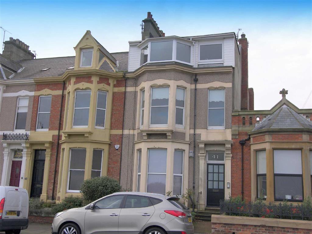 2 Bedrooms Flat for sale in Beverley Terrace, Cullercoats, Tyne And Wear, NE30