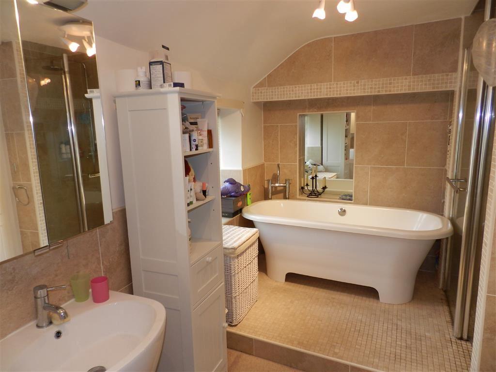 EN-SUITE BATHROOM TO BEDROOM ONE