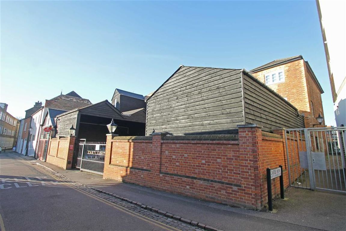 2 Bedrooms Flat for sale in Castle Gate, Bedford